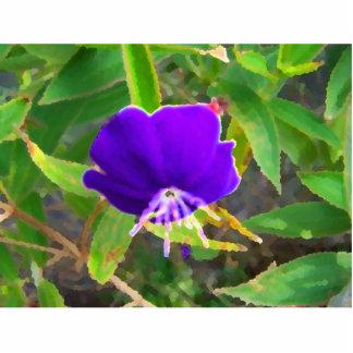 flor púrpura contra efecto pintado verde esculturas fotograficas