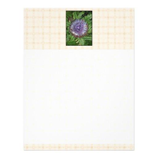 Flor púrpura de la alcachofa. En control beige Membrete Personalizado
