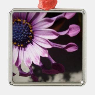 Flor púrpura de la cuchara adorno navideño cuadrado de metal