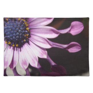 Flor púrpura de la cuchara manteles