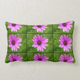 Flor púrpura de la margarita almohadas
