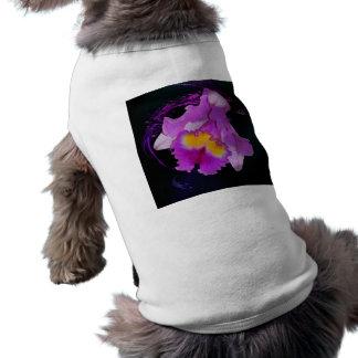 Flor púrpura de la orquídea playera sin mangas para perro