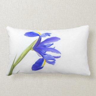 Flor púrpura del iris almohada