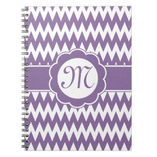 Flor púrpura del modelo y del monograma de Chevron Cuadernos
