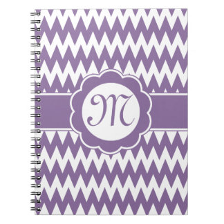 Flor púrpura del modelo y del monograma de Chevron Libros De Apuntes