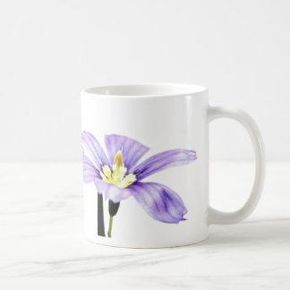 Flor púrpura en colores pastel taza de café