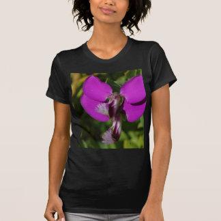 Flor púrpura en el parque del balboa t-shirts