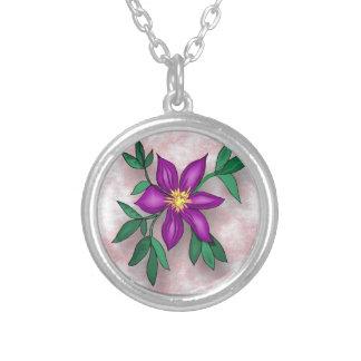 Flor púrpura en fondo texturizado rosa grímpola