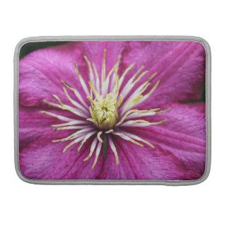 Flor púrpura en la floración durante la primavera funda para macbooks