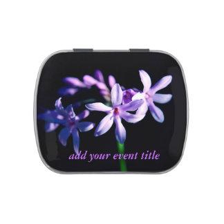 Flor púrpura en negro jarrones de caramelos