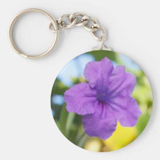 Flor púrpura llaveros