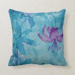 Flor púrpura que se arrastra elegante de moda del  almohada