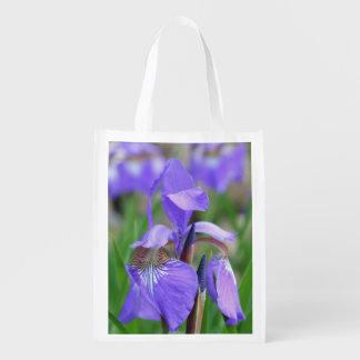 Flor púrpura salvaje del iris de la bandera azul bolsa reutilizable