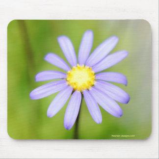 Flor púrpura solitaria alfombrillas de ratón