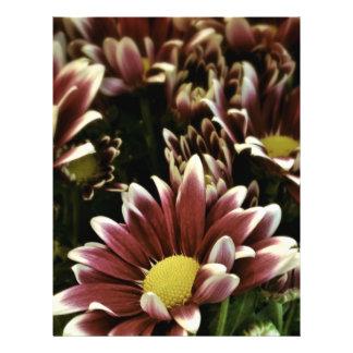 Flor púrpura y amarilla tarjetones
