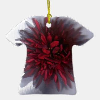flor red.jpg adorno de cerámica en forma de playera