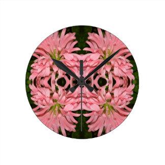 Flor reflexión enero de 2013 rosado reloj de pared