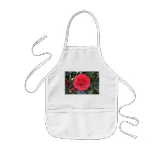 Flor roja de Camelia Delantal Infantil