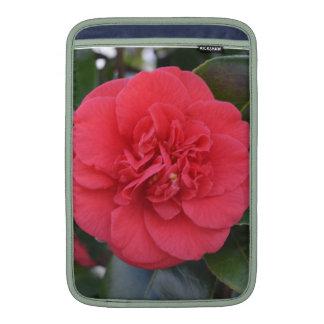 Flor roja de Camelia Fundas MacBook