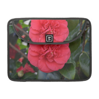 Flor roja de Camelia Funda Para Macbook Pro