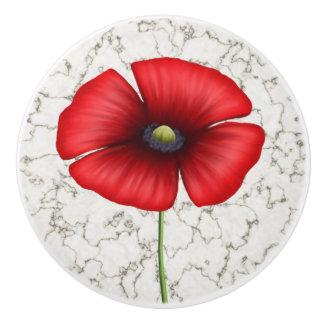 Flor roja de la amapola en falso fondo de mármol pomo de cerámica