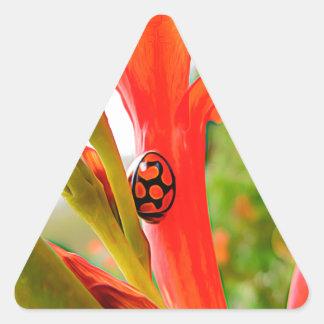 flor roja de la mariquita del legado móvil pegatina triangular