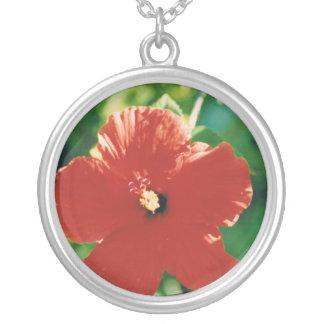Flor roja del hibisco colgante redondo