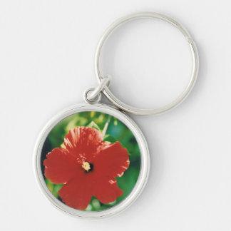 Flor roja del hibisco llavero redondo plateado