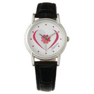 Flor roja en un reloj de las mujeres de la forma