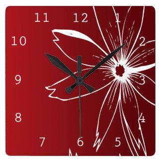 Flor roja y blanca reloj cuadrado
