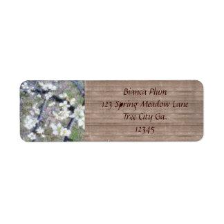 Flor romántico rústico del ciruelo etiqueta de remite