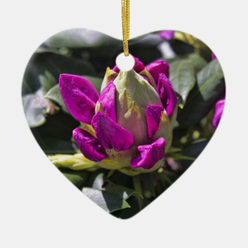 Flor rosada adorno de cerámica en forma de corazón