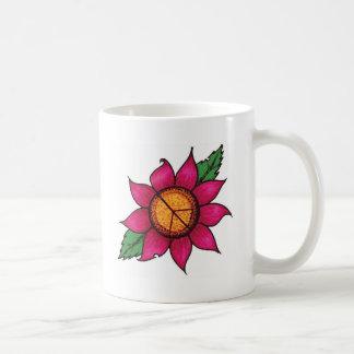 Flor rosada brillante del signo de la paz taza clásica