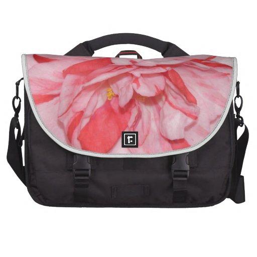 Flor rosada de Camelia Bolsa De Ordenador
