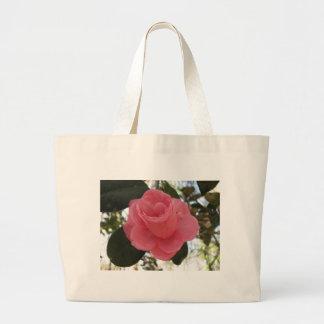 Flor rosada de la camelia bolsa de mano