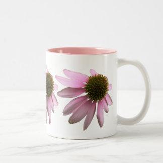 Flor rosada del cono taza