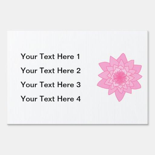 Flor rosada del lirio de agua letreros