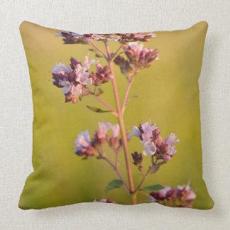 Flor rosada del orégano almohada