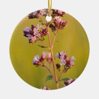 Flor rosada del orégano ornamento de reyes magos