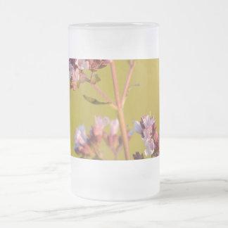 Flor rosada del orégano tazas de café