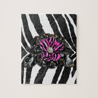 Flor rosada en cebra rompecabezas con fotos