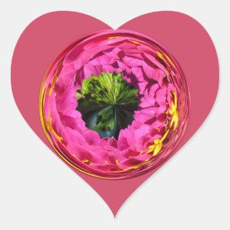 Flor rosada en el globo cristalino calcomania de corazon personalizadas