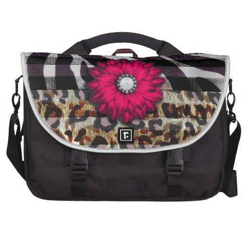 Flor rosada femenina en estampado de zebra del gue bolsas para portatil