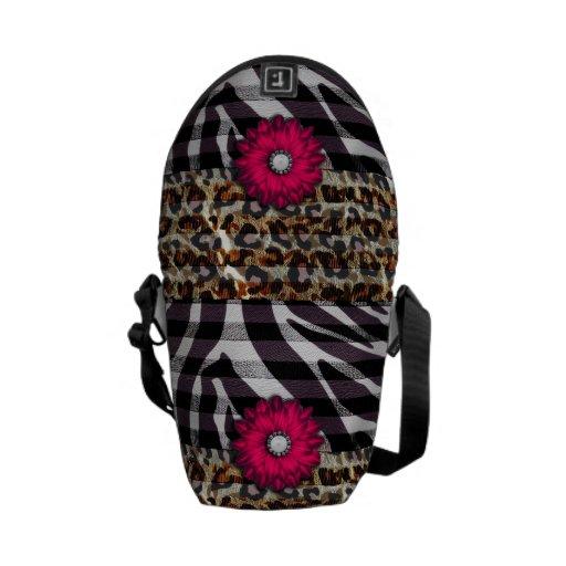 Flor rosada femenina en estampado de zebra del gue bolsa de mensajeria