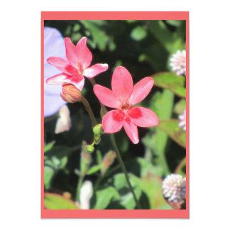 Flor rosada invitación 12,7 x 17,8 cm