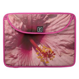 Flor rosada macra del hibisco fundas macbook pro