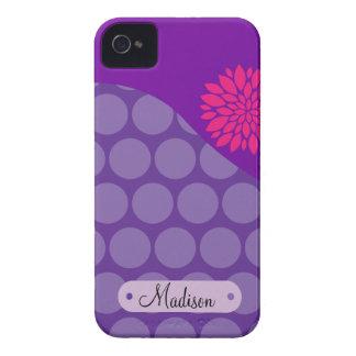 Flor rosada personalizada de los lunares púrpuras  Case-Mate iPhone 4 protectores