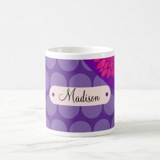 Flor rosada personalizada de los lunares púrpuras tazas