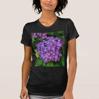 Flor rosada púrpura del hydrangea en la floración t shirts