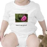 Flor rosada traje de bebé